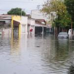 Media ciudad permanece bajo el agua. | DyN