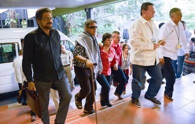 (AFP)  Delegación de las FARC llega al hotel donde se realizan las conversaciones