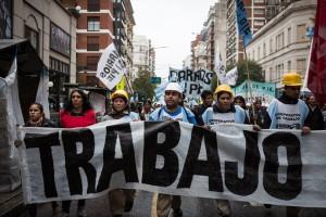 Barrios de Pie en la caminata a La Plata por Trabajo y para pedir la declaración de la Emergencia Social.