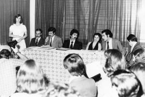 Patricia Coto con los poetas César Cantoni, Atilio Chiesa, Abel Robino, etc., en 1978.