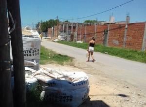 Vecinos de Hernández se movilizan por la falta de agua.