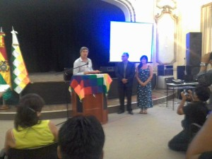 Secretario municipal Javier Mor Roig declara visitantae ilustre al embajador de Bolivia